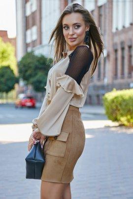 Блуза з воланами на рукавах
