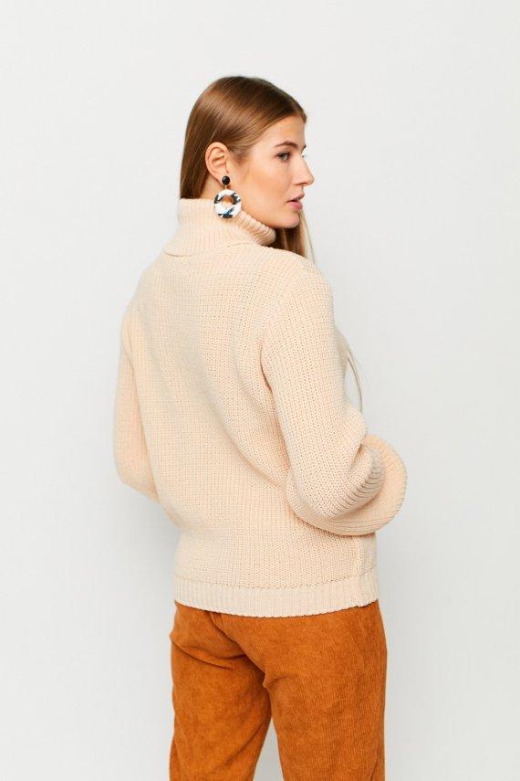 В'язаний светр з горлом