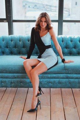 Коктейльне сукня з одним рукавом