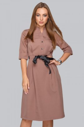 Елегантна сукня з чорним поясом